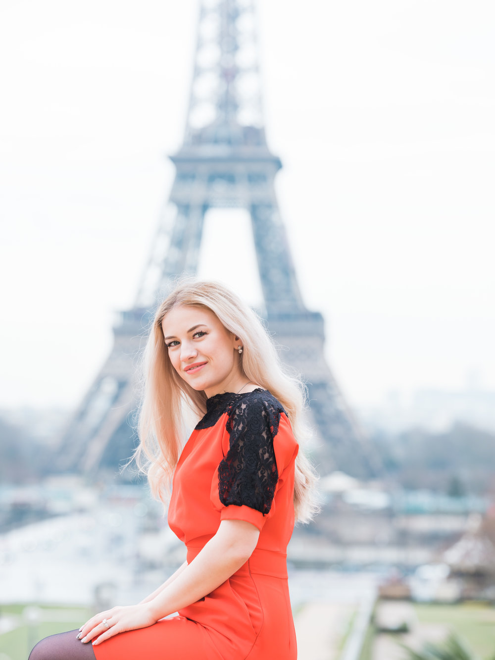 beautiful young woman at the eiffel tower in paris france