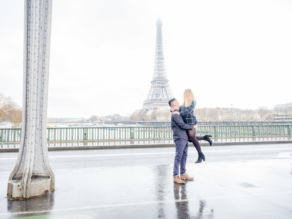romantic couples photo session at the eiffel tower in paris france young couple