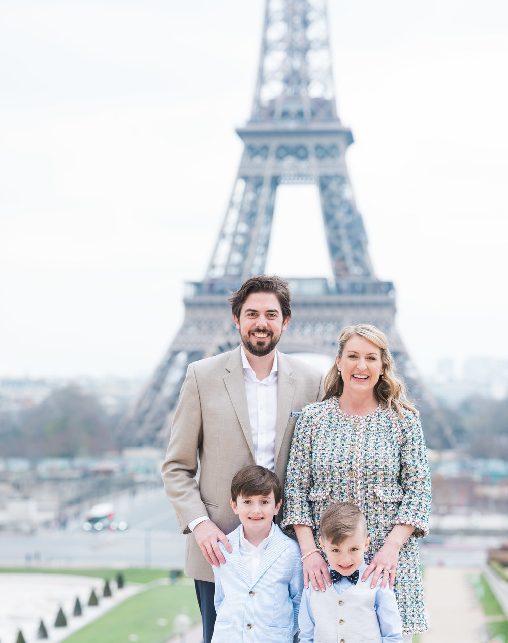 family photo shoot on easter sunday at the eiffel tower in paris