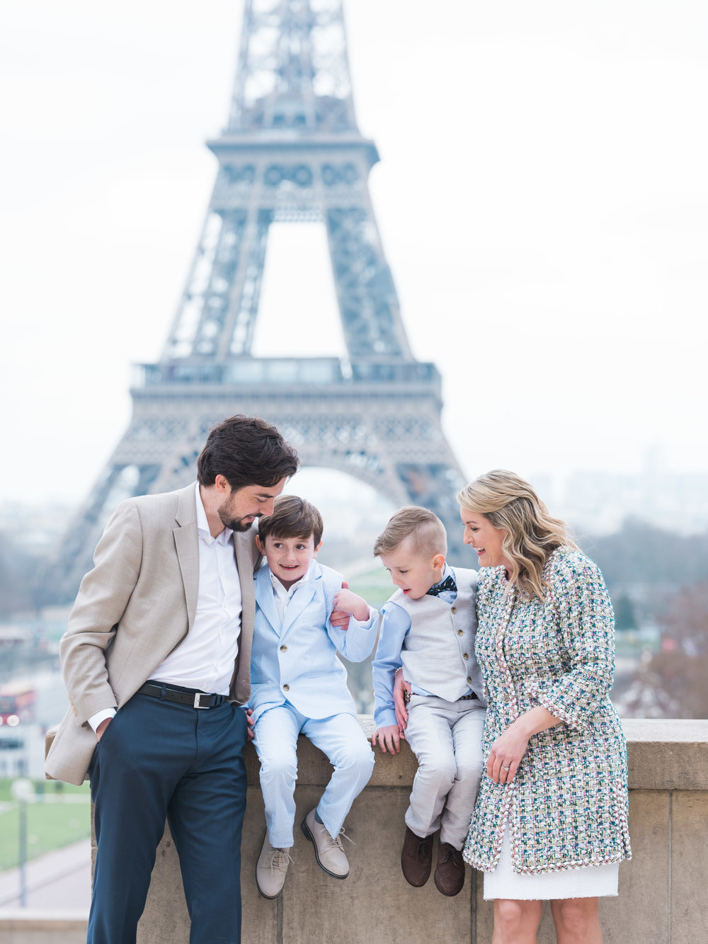 family photo session at the eiffel tower in paris france
