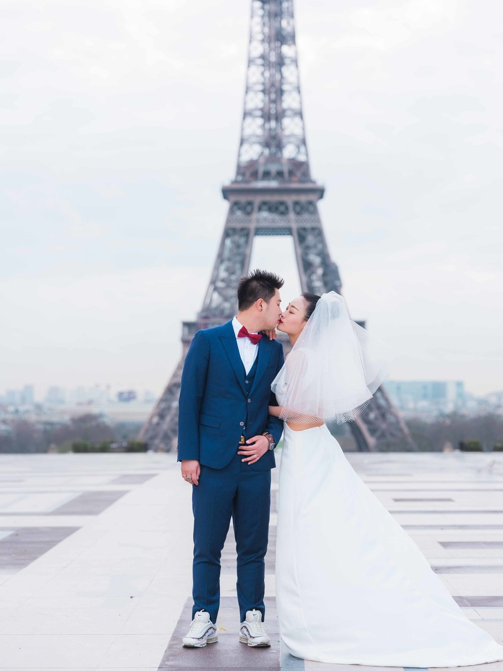 wedding photography in paris at the eiffel tower