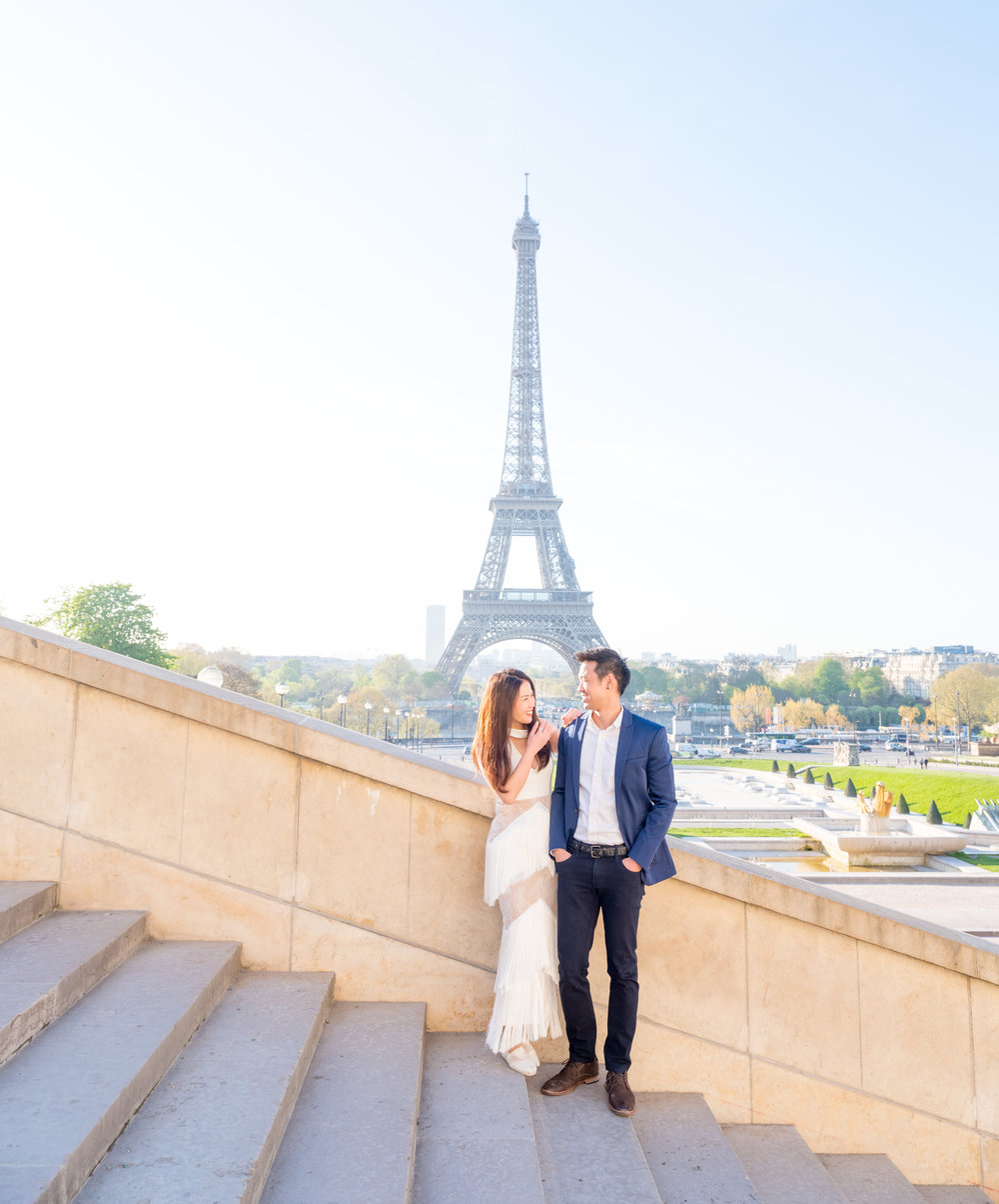 romantic honeymoon photo shoot at the eiffel tower in paris france