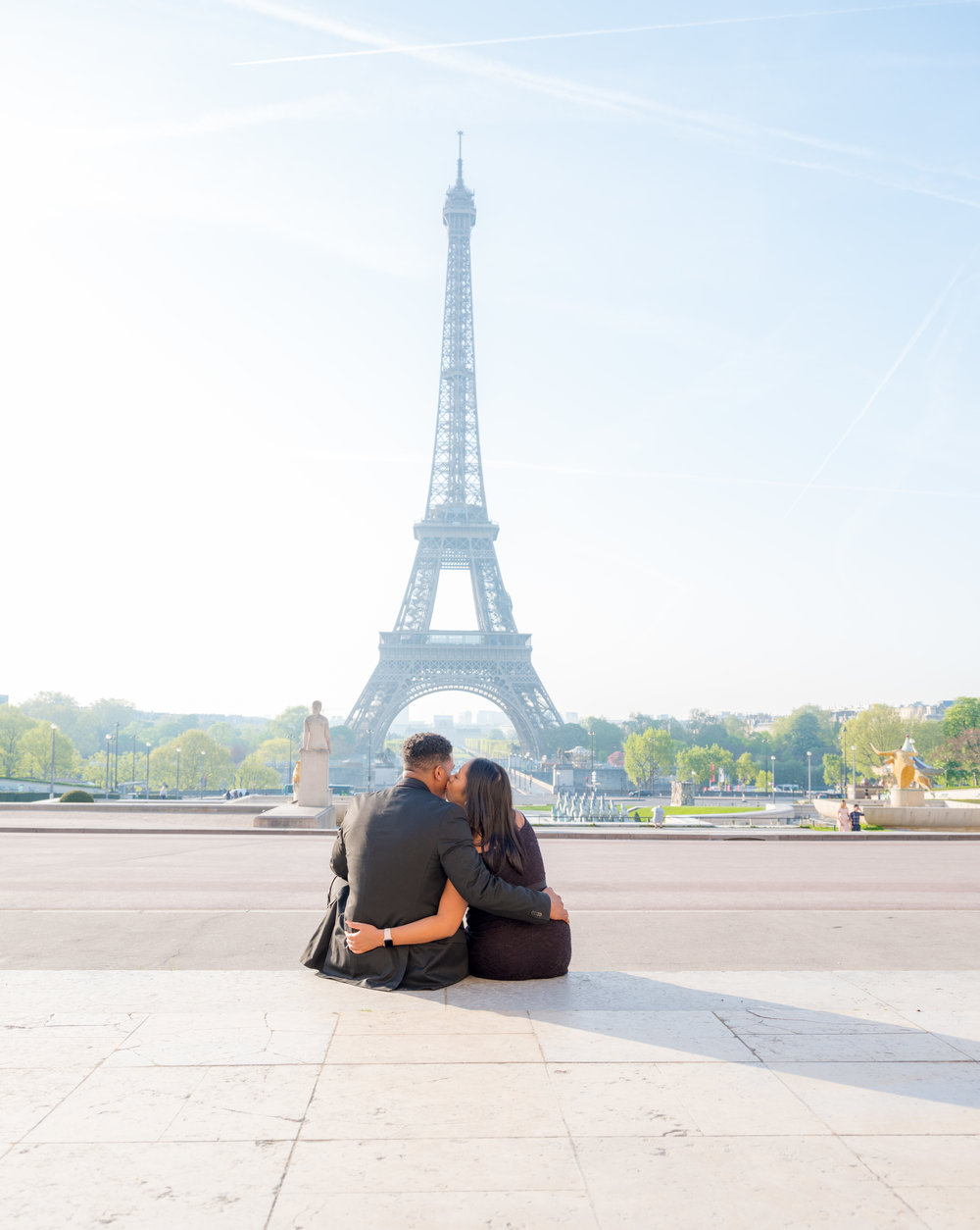 maternity couples photo shoot at the eiffel tower in paris france