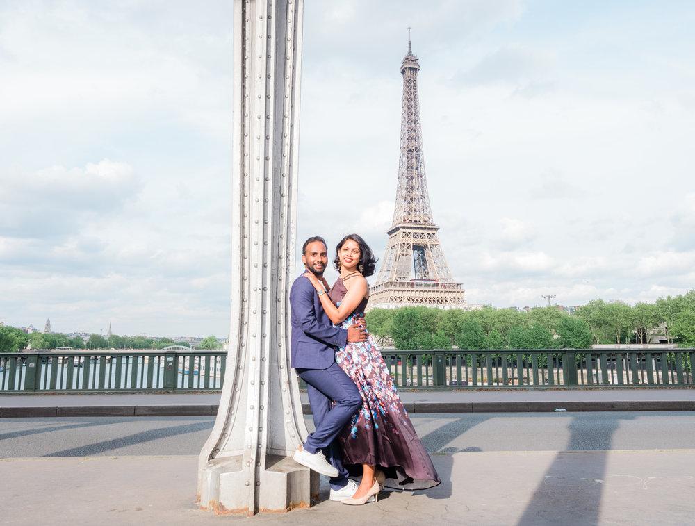 elegant couples photo shoot at the bir hakeim bridge in paris france