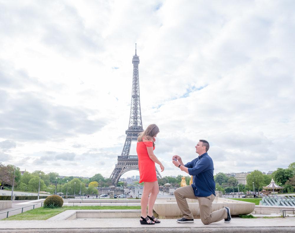 paris surprise proposal at eiffel tower in paris