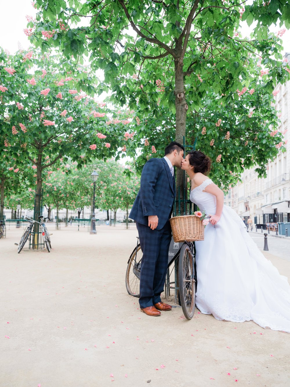 gorgeous wedding photo shoot in paris france in april