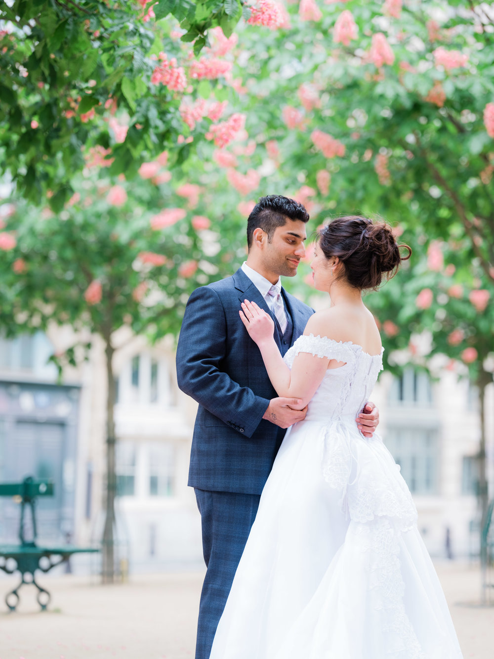 romantic wedding photo session at the eiffel tower in paris france