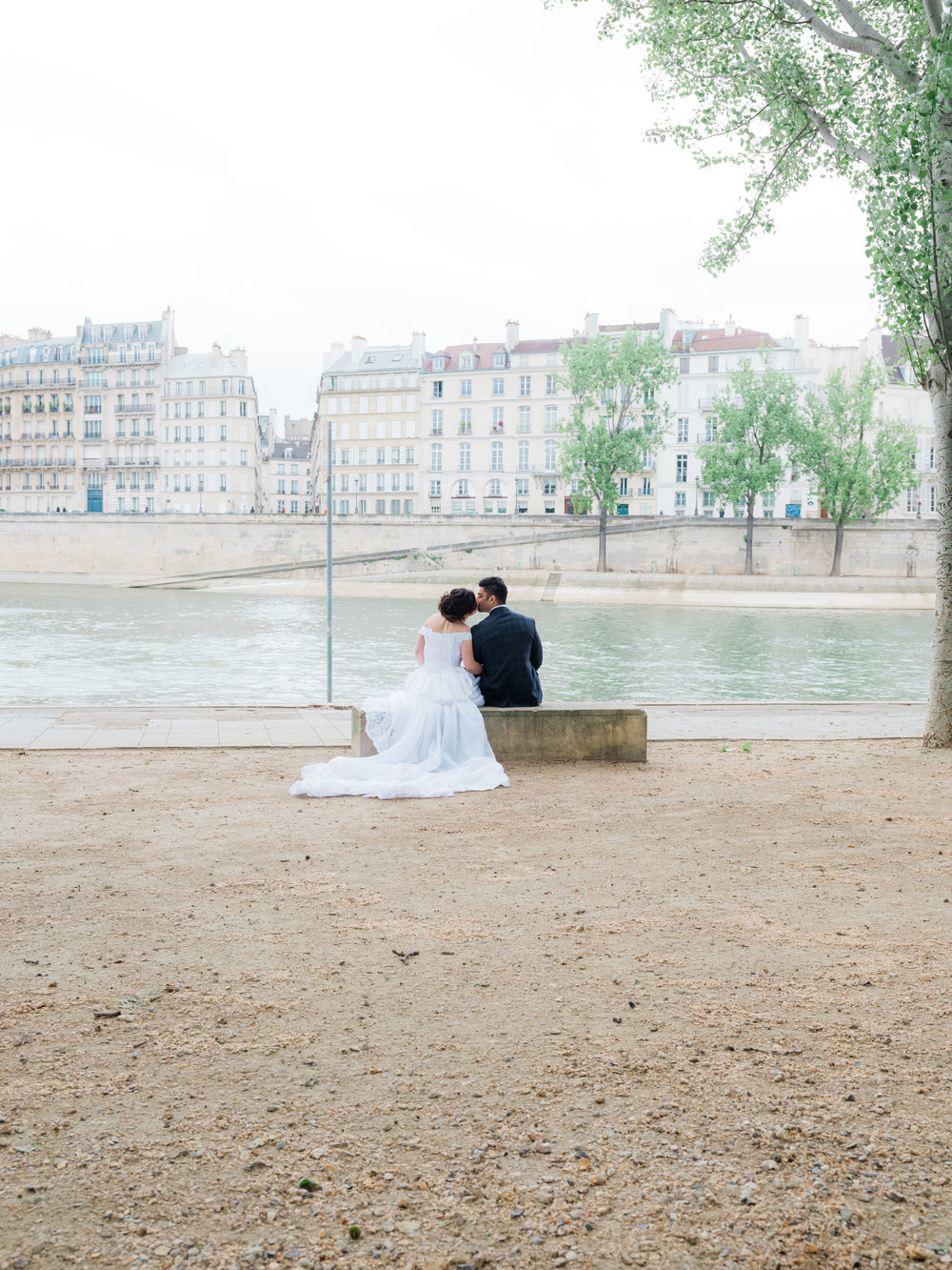 wedding photography in paris at notre dame cathedral