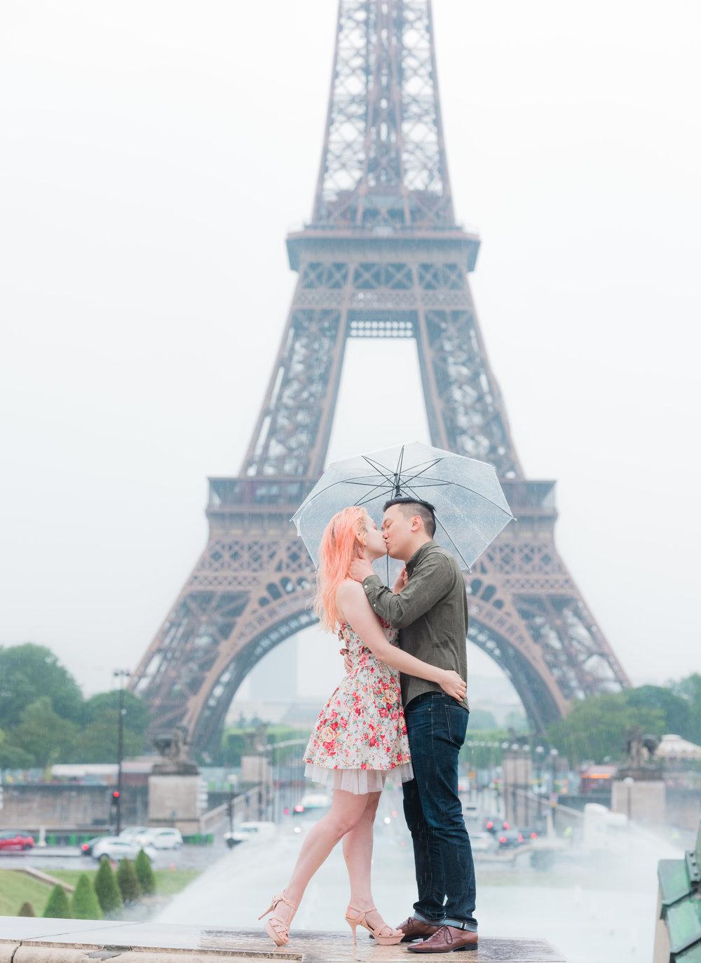 beautiful rainy day photo shoot in paris france at trocadero eiffel tower