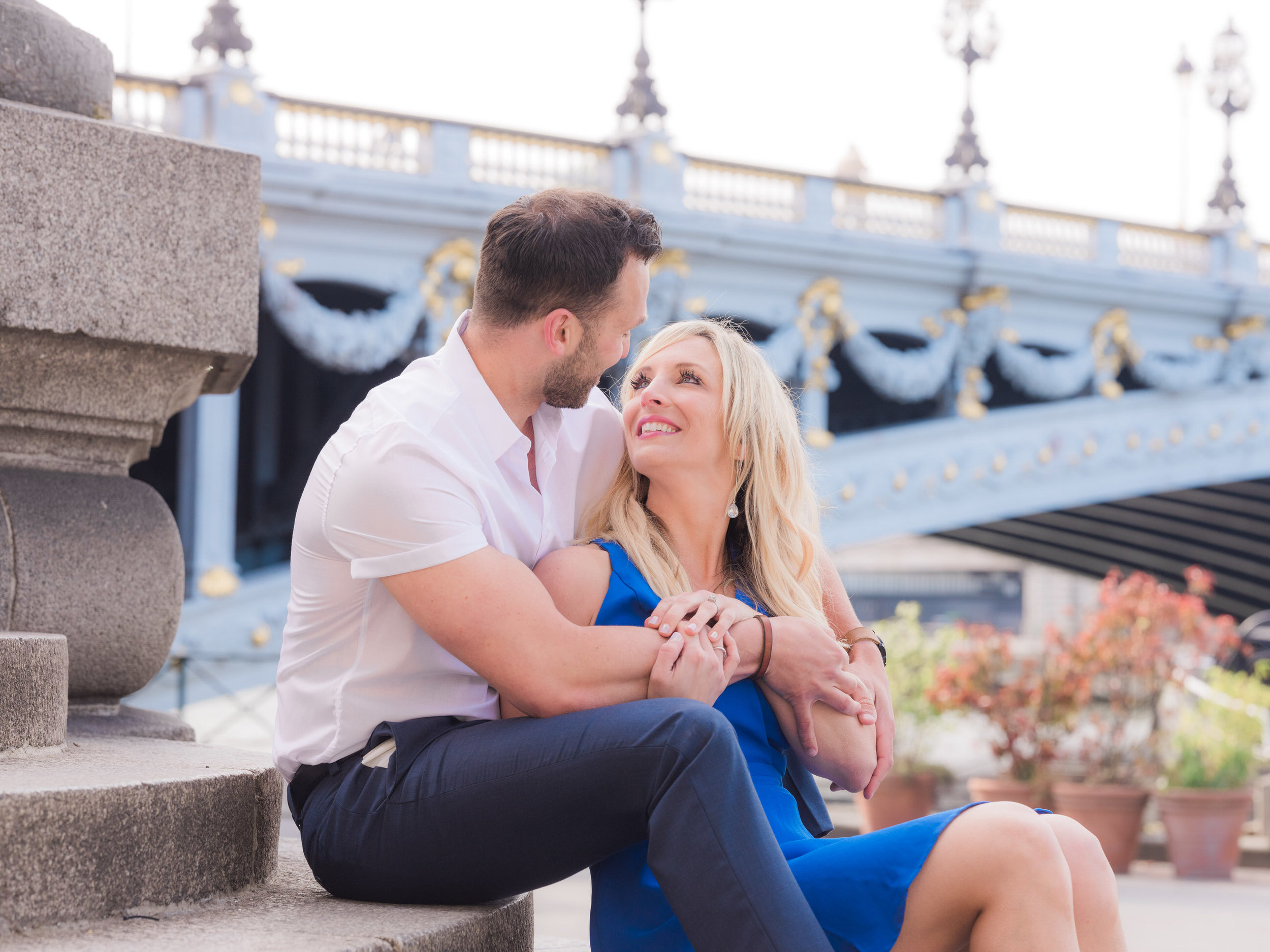 A blue and perfect Paris engagement session at the Pont Alexandre