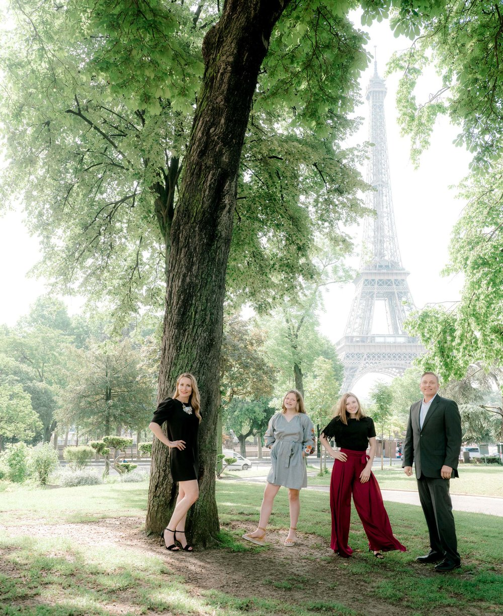 Elegant Vanity Fair style family photo session at the Eiffel Tower -