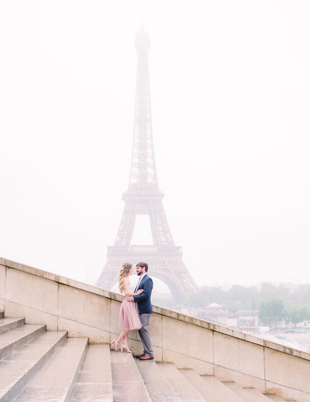 Dreamy, romantic Paris photo shoot at the Eiffel Tower in the rain -