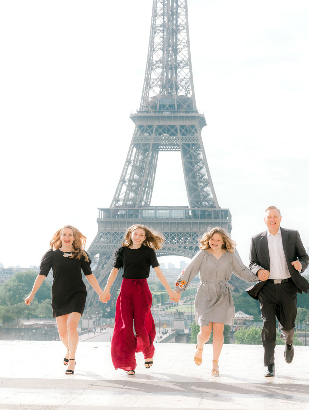 A sophisticated, classy family photo session at the Eiffel Tower -