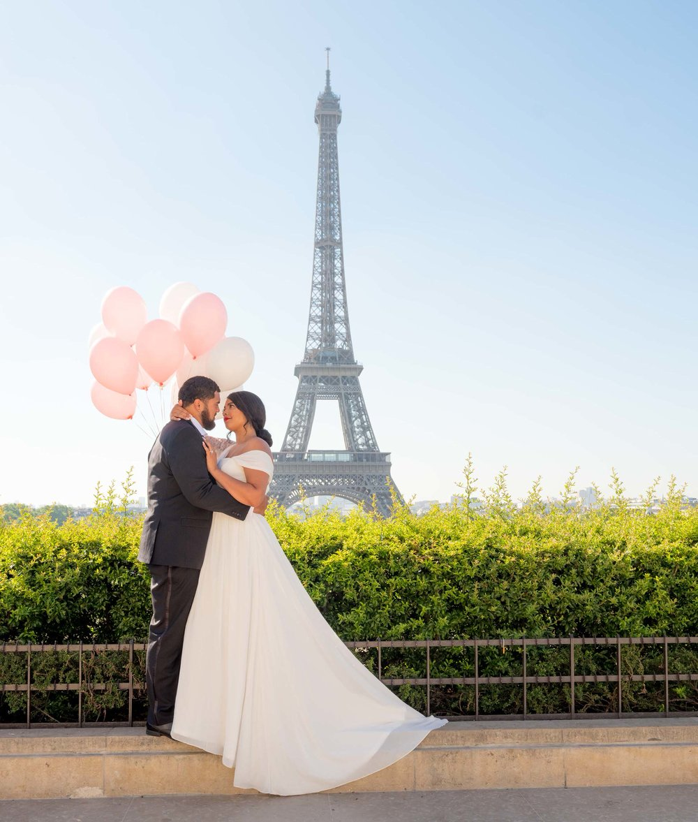 elegant honeymoon photo shoot at the eiffel tower in paris france
