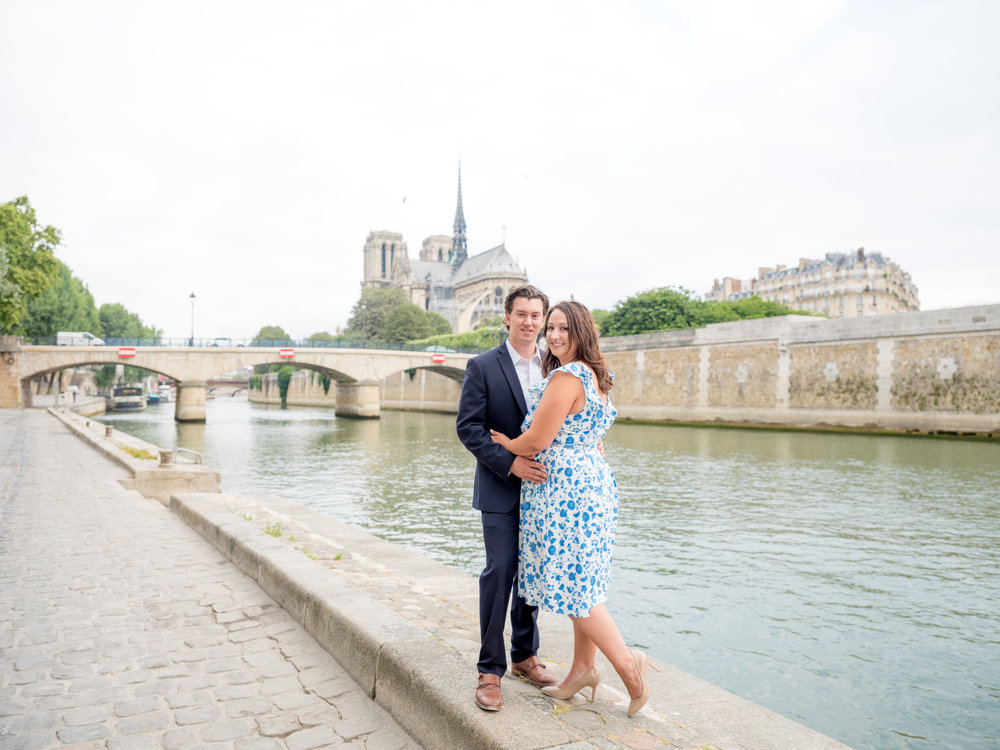 romantic and dreamy photo shoot at notre dame in paris