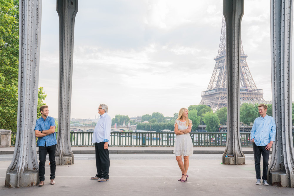 family photo session in paris at the eiffel tower with picture me paris