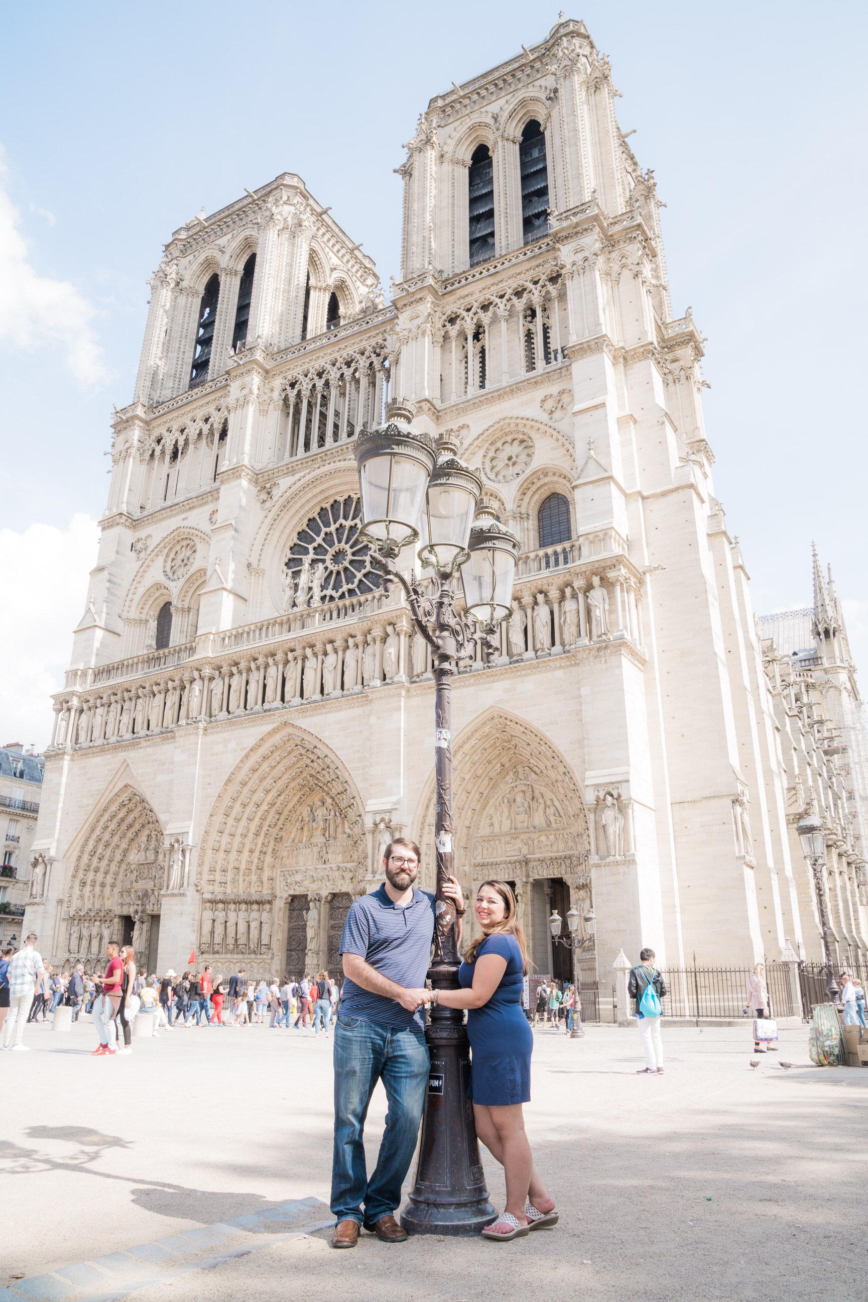 Romantic honeymoon photo session in the Latin Quarter in Paris