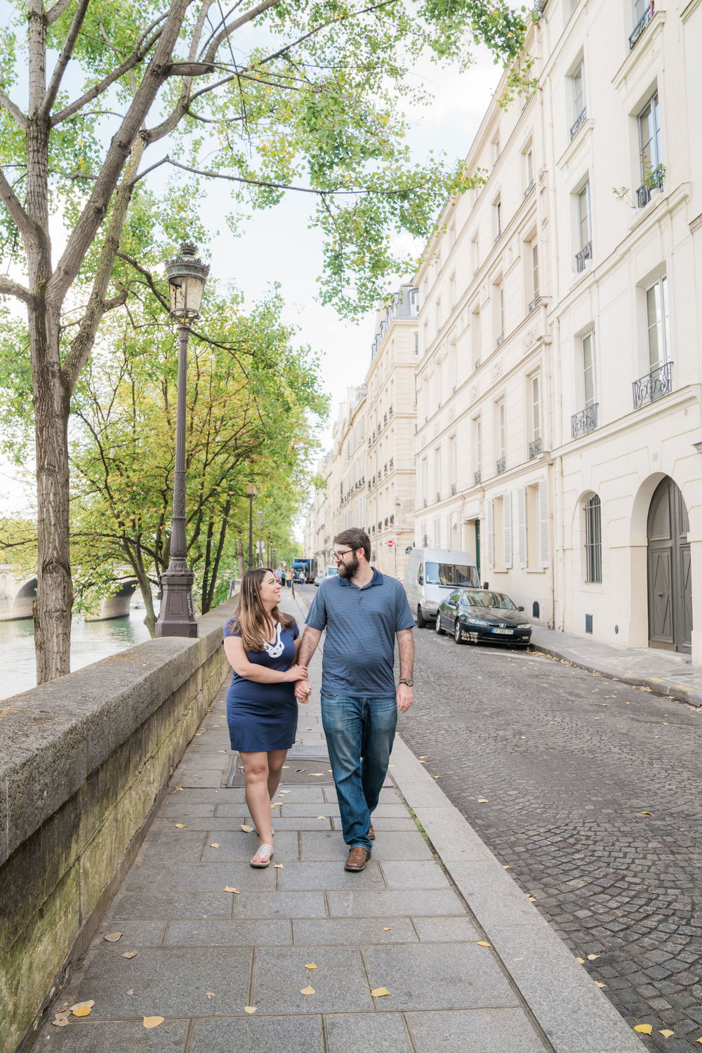 honeymoon photo session in paris france around notre dame cathedral and latin quarter