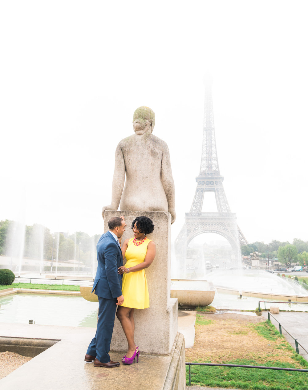 romantic honeymoon photo shoot eiffel tower paris