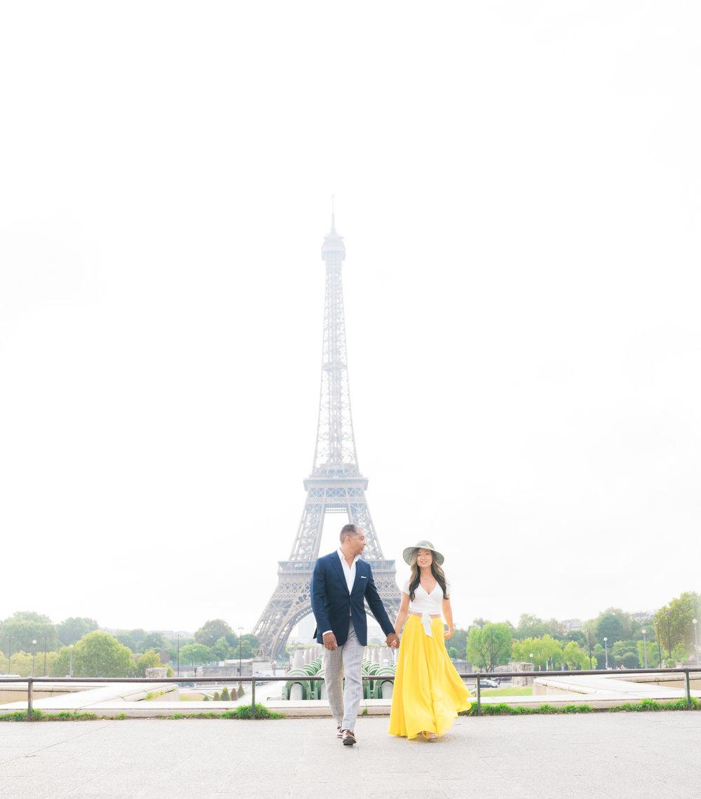 paris engagement photos at the eiffel tower in paris france