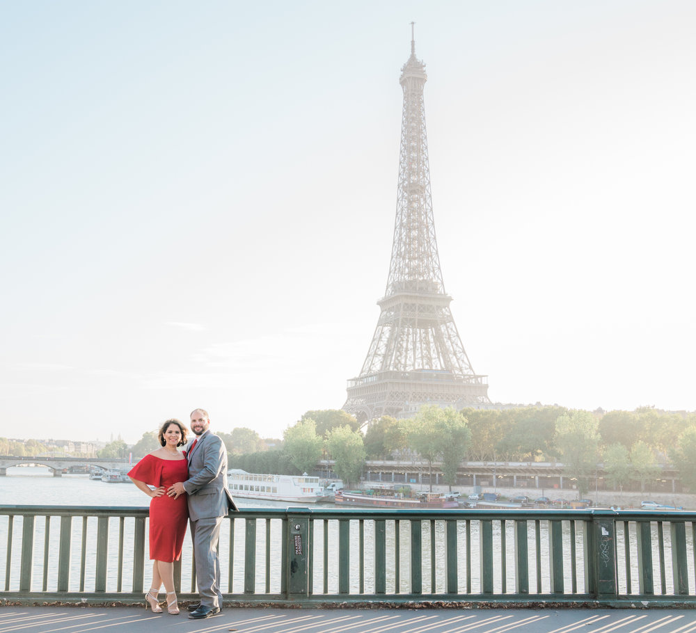 romantic couples anniversary photo shoot in paris at the eiffel tower
