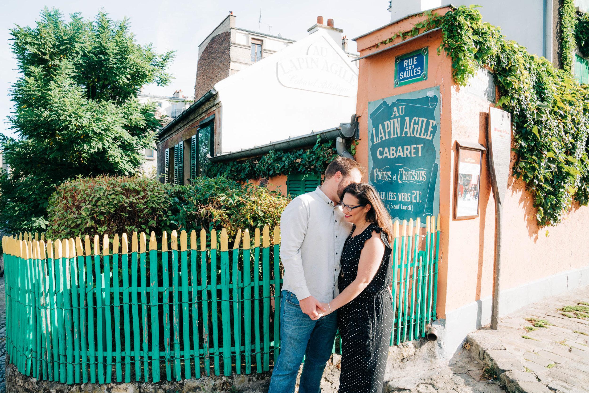 Fun and romantic anniversary photo session in Montmartre