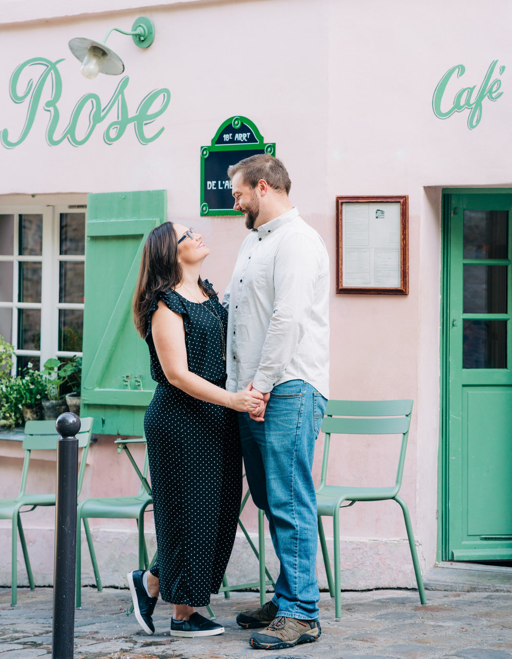 romantic anniversary photo shoot at montmartre paris france