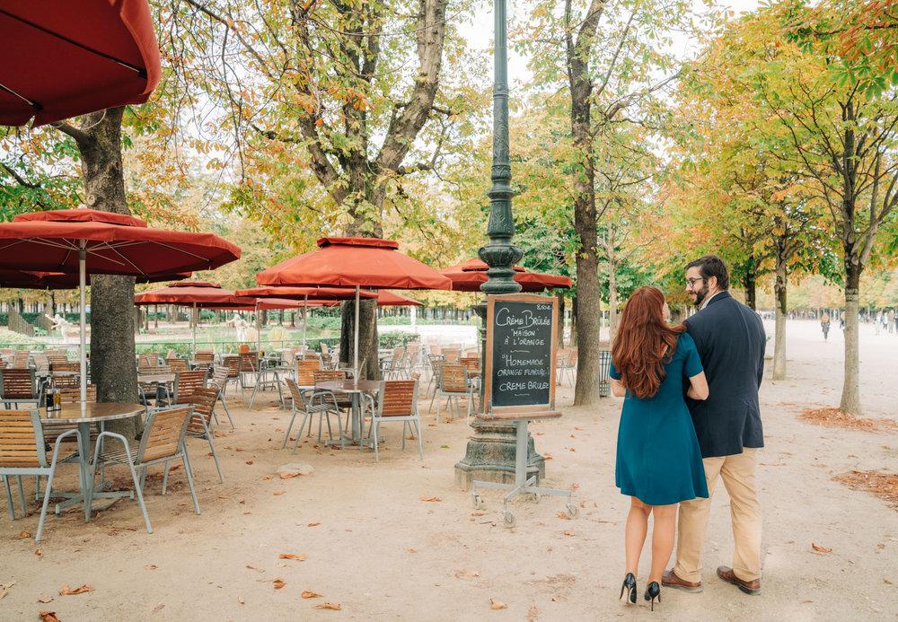 romantic engagement photo shoot in paris france