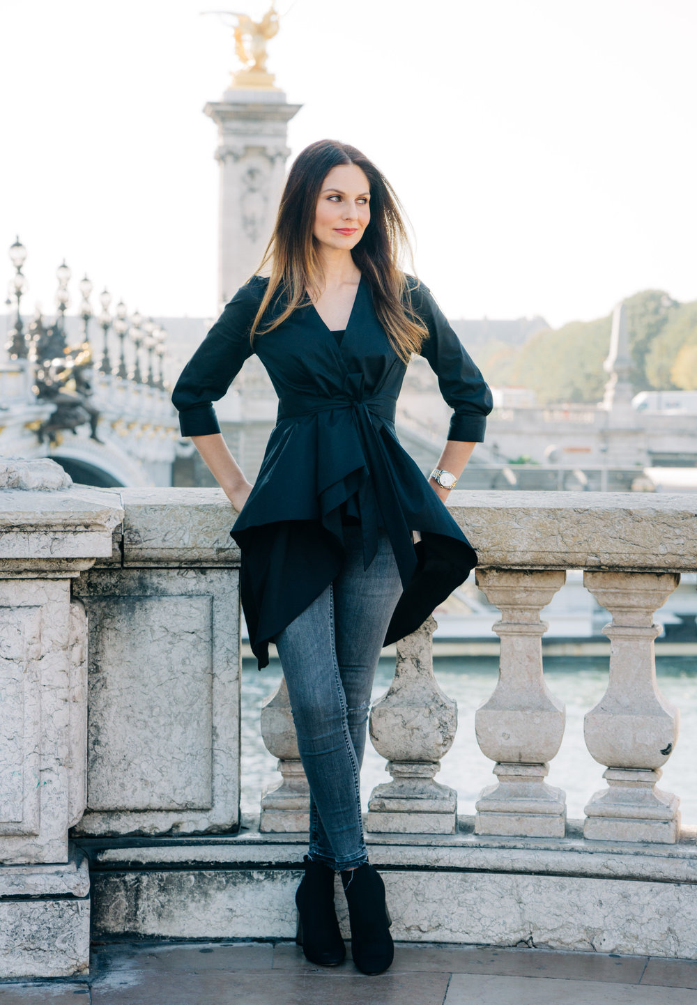 solo female traveler photo shoot paris france