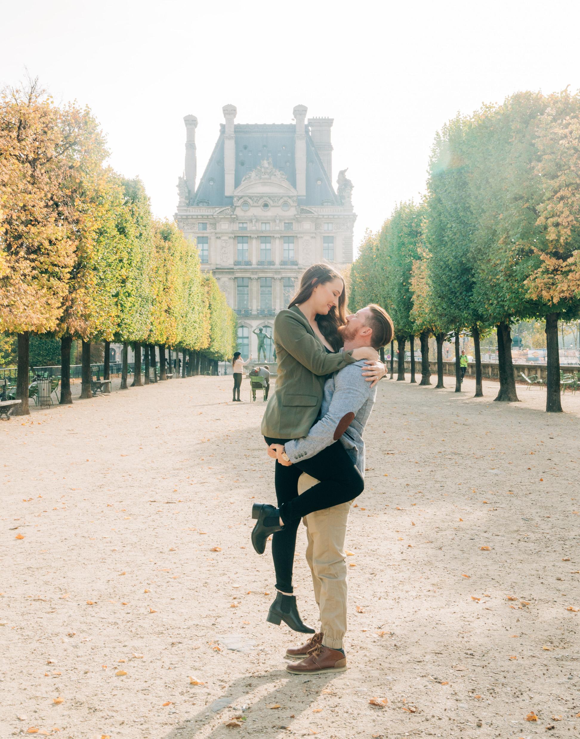 Stunning autumn engagement session in the Tuileries Gardens and Louvre