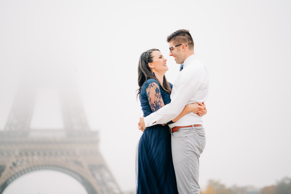 10 year anniversary photo shoot at the eiffel tower