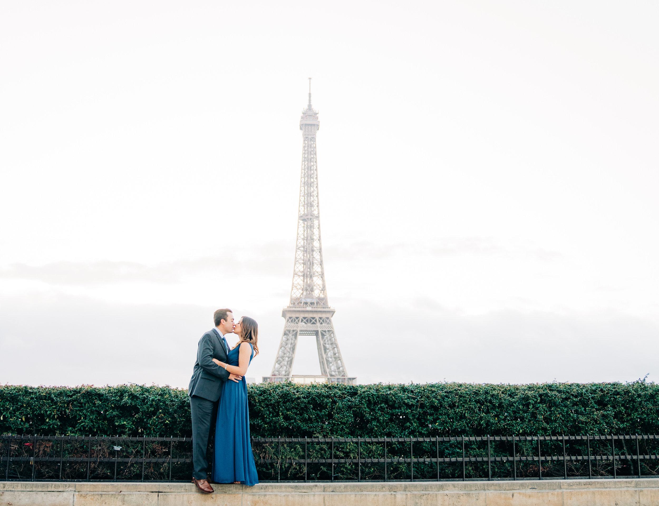 Charming Montmartre couples session in Paris