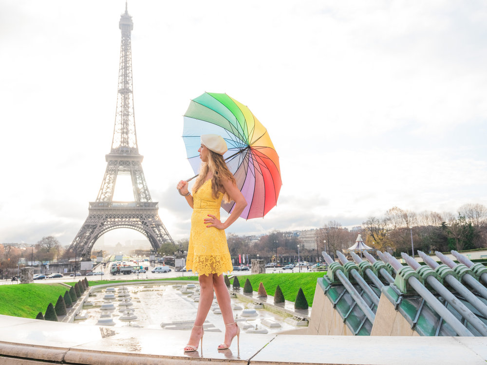 beautiful couples photo session in paris at the eiffel tower with picture me paris