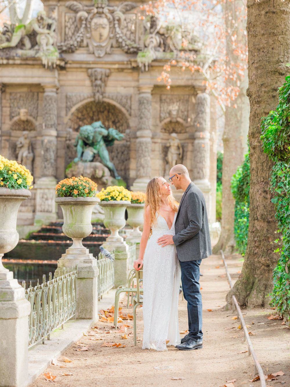 beautiful couples photo session in paris at luxembourg gardens with picture me paris