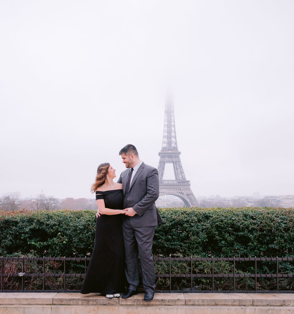 beautiful engagement photo session with picture me paris at the eiffel tower