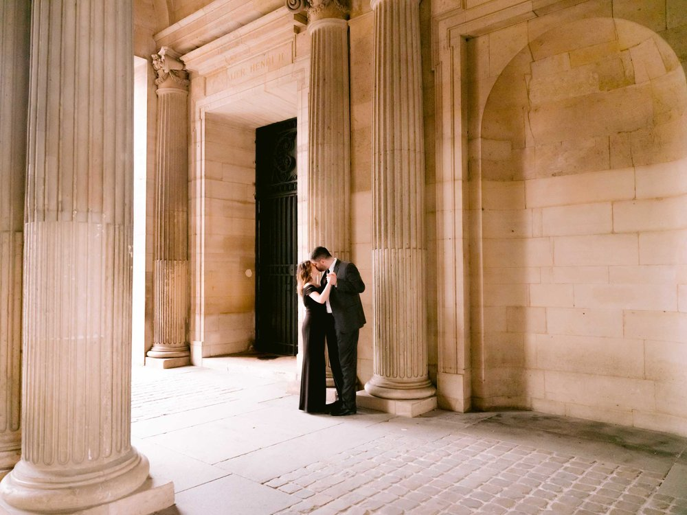 beautiful engagement photo session with picture me paris at the louvre