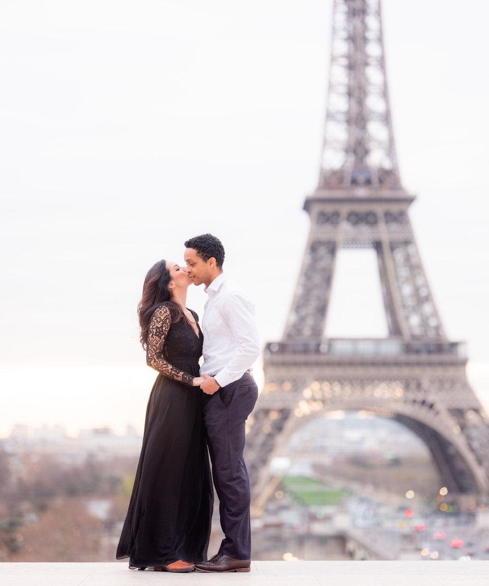 elegant engagement photo shoot in paris france with picture me paris