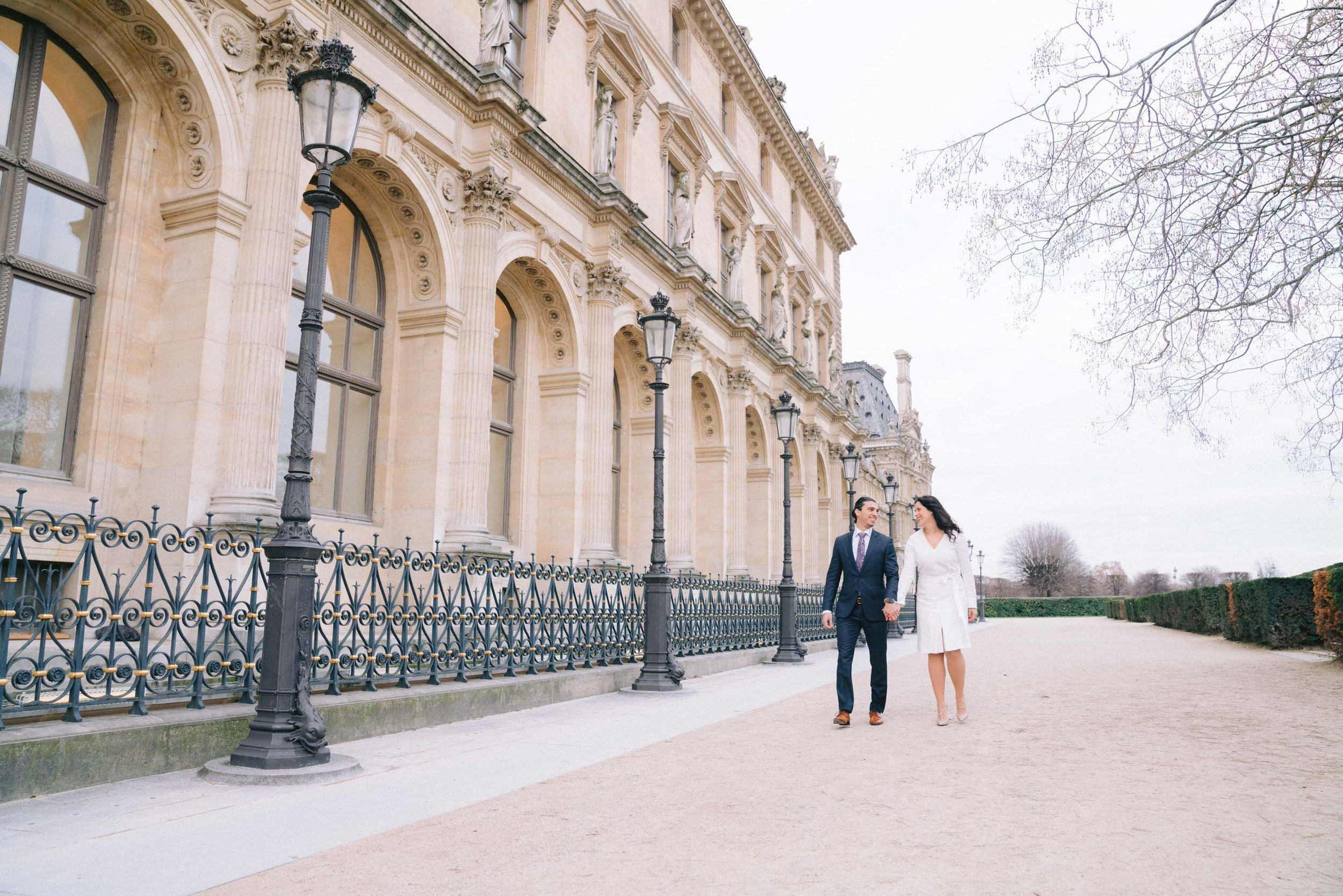 Gorgeous engagement session at the Louvre in Paris