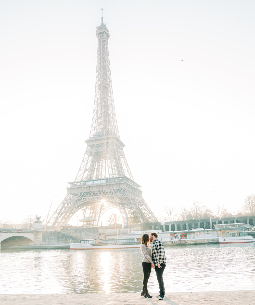 romantic and intimate honeymoon photo session with picture me paris at the eiffel tower in paris