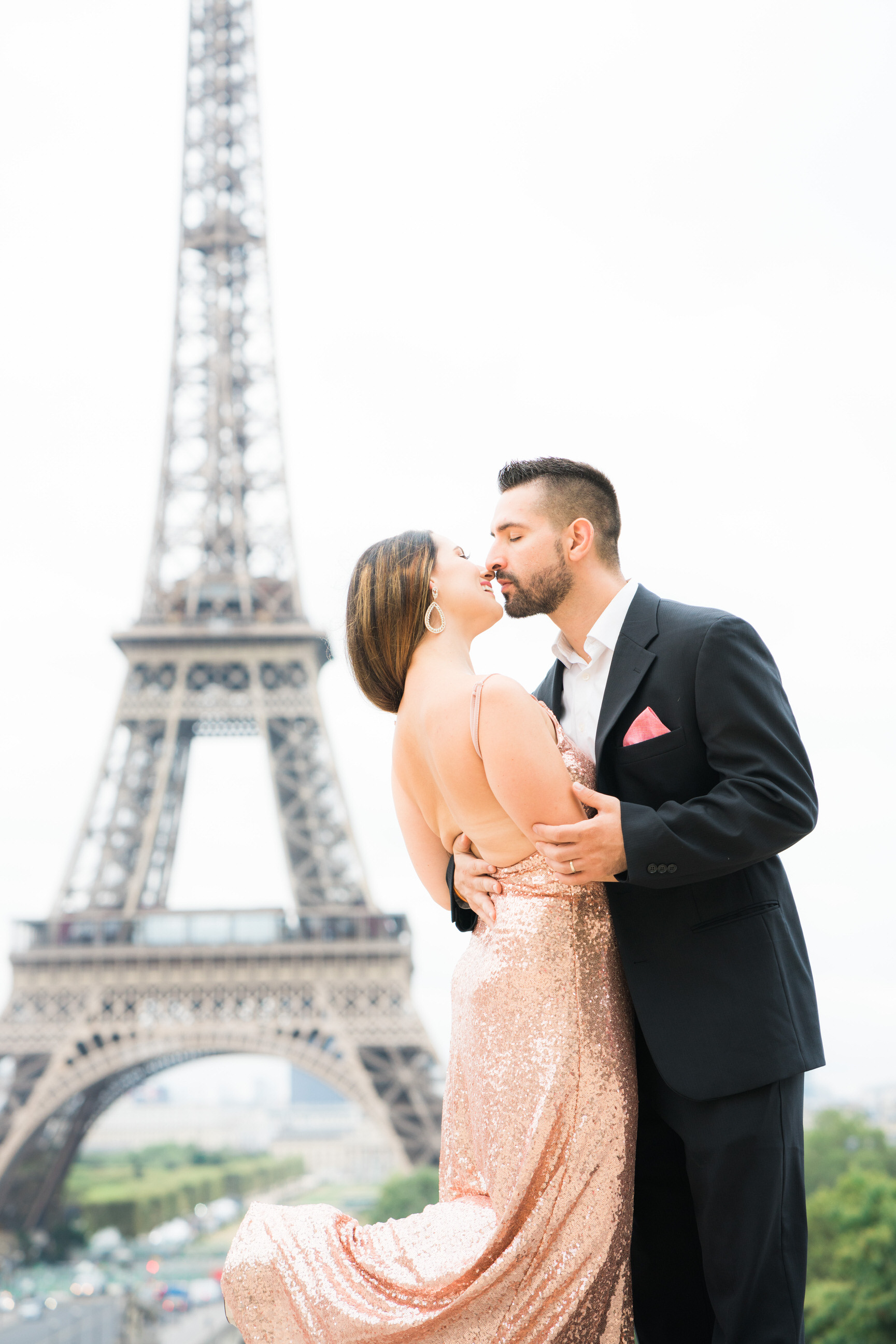 Exquisite anniversary photo shoot at the Eiffel Tower
