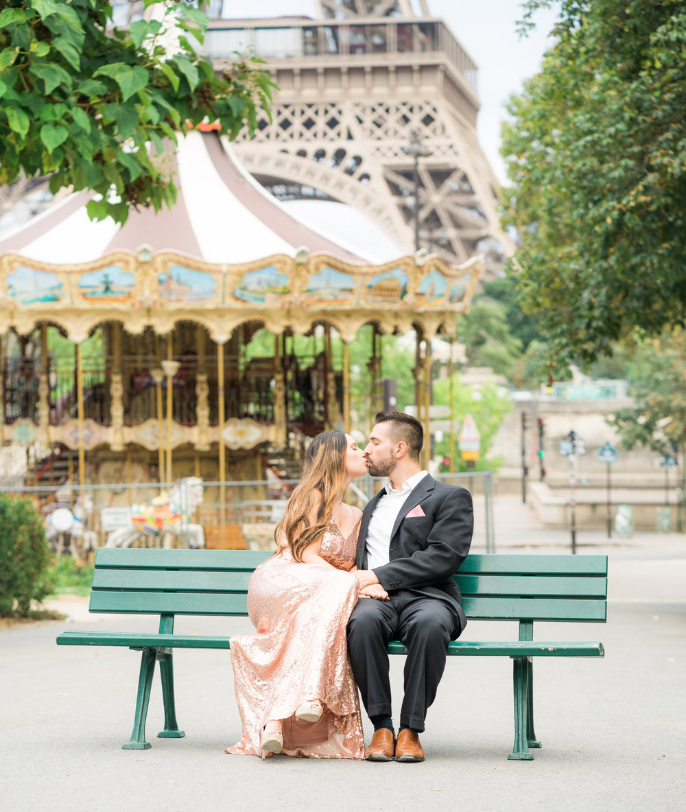 paris anniversary photo shoot at the eiffel tower with picture me paris