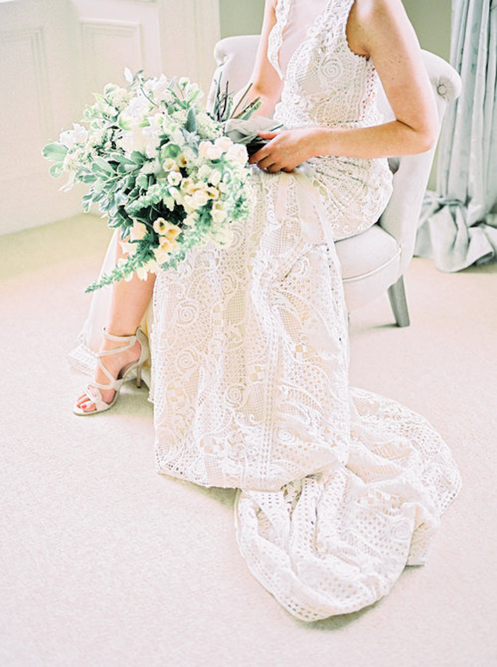 Luxury+Wedding+Planner+UK+_+A+Serene+&+Feminine+English+Country+House+Wedding+_+White+and+Silver+Toned+Green+Neutral+Tones+Rutland+_+Katie+Julia+Photography+Serene+Femininity+Image+4.jpg