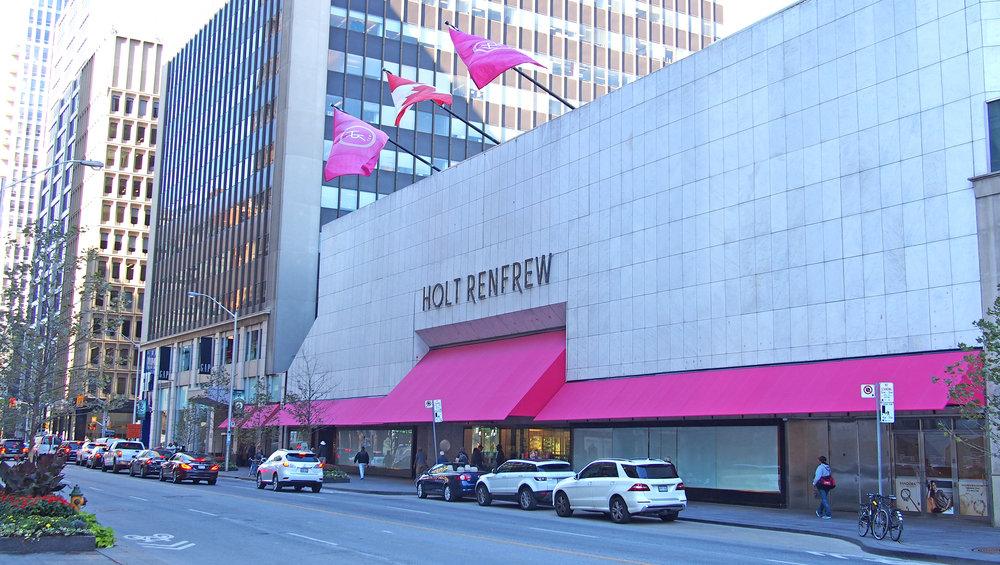 Holt Renfrew tavarataloketjun lippulaivamyymälä Toronton Bloor streetillä