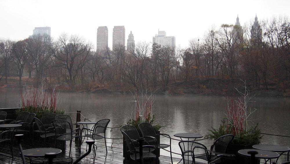 Sateinen päivä ei houkutellut soutelemaan leffoista tutulle järvelle Central Parkissa