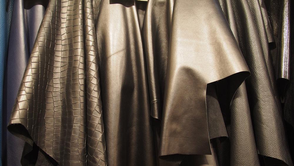 Matelijaprintit sekä mattana että kiiltävänä näkyvät varmasti jotenkin myös meidän mallistossamme ensi syksynä