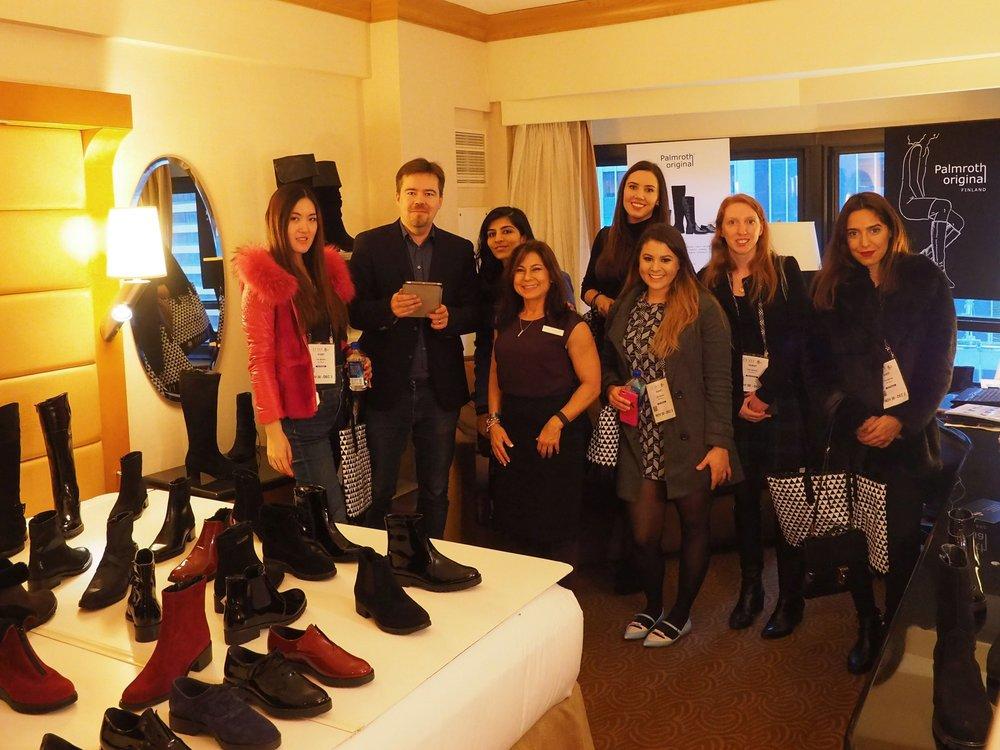 Keskiviikko:  Kiinnostuneet muotibloggarit tutustumassa Palmrothin talven 2017-18 mallistoon FFaNY -hotellimessuilla Hilton hotellissa Manhattanilla