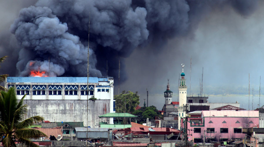 Black smoke comes from a burning building in a commercial area of Osmena street in Marawi city, Philippines June 14, 2017. © Romeo Ranoco / Reuters