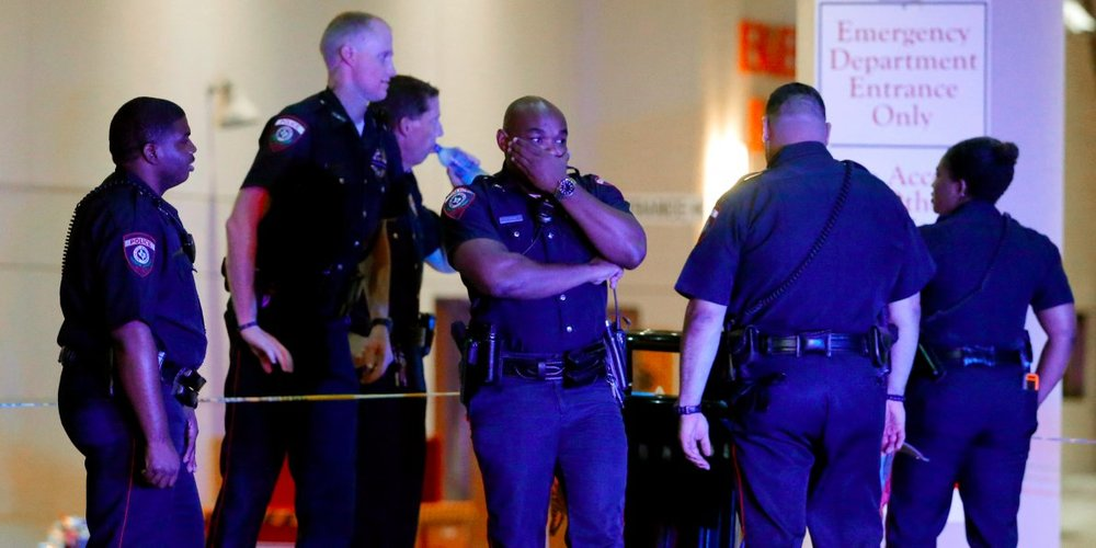 Police officers shot, at least 5 killed in sniper attack in Dallas - Business Insider