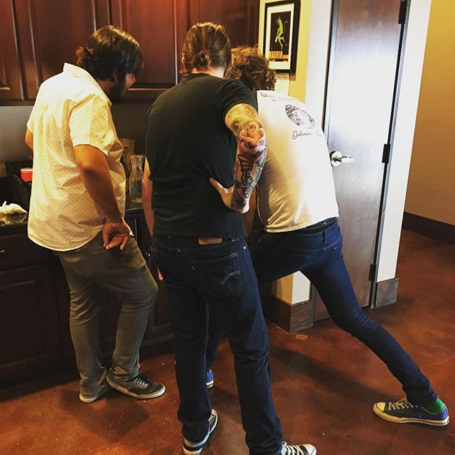 How many musicians does it take to work one of them fancy coffee machines? #batch #orbstudiosatx #studiolife #recording