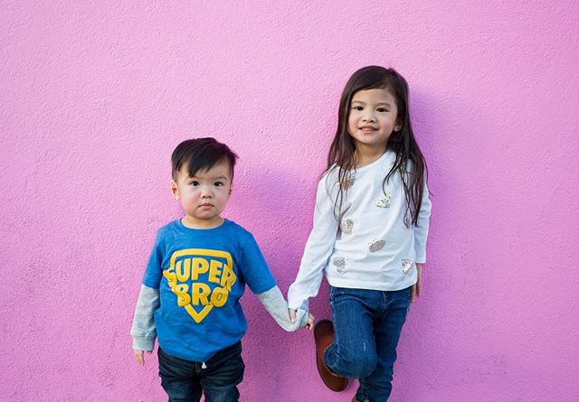 Two adorable LA Superstars of the week!! They're such good kids! 😍 #againnotmykids #timeformyownkids #paulsmithpinkwall #losangeles #potd #photooftheday #travel #chill #wanderlust